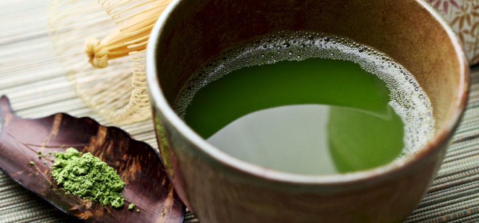 Le thé vert peut aider à donner un ventre plat